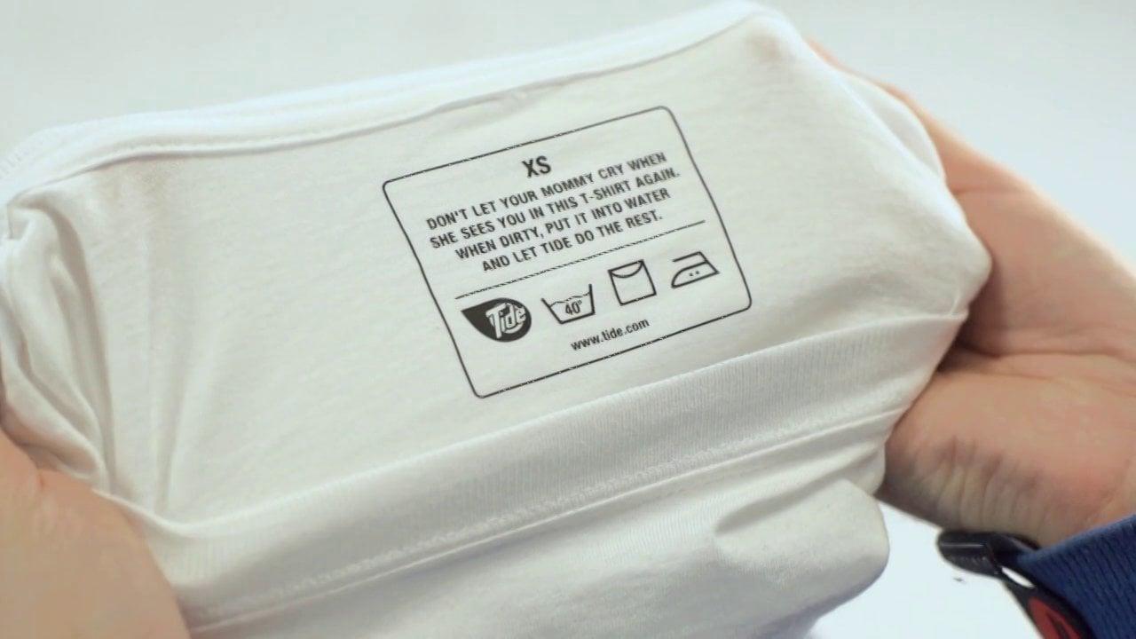 شستن تی شرت با دست